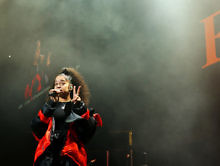 """Watch Ella Mai Perform """"Boo'd Up"""" and """"Trip"""" For Her 'Saturday Night Live' Debut [Video]"""